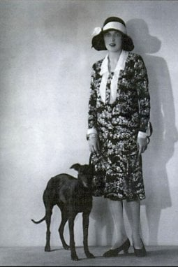Mary Phelps Jacob (alias Caresse Crosby) con il suo cane Clytoris