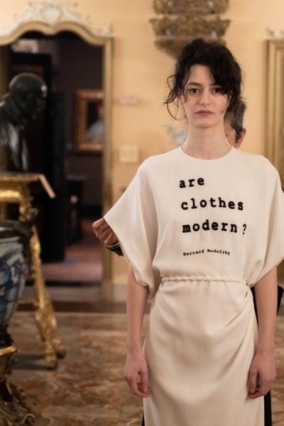Una mostra sulla moda seguendo il metodo Calvino