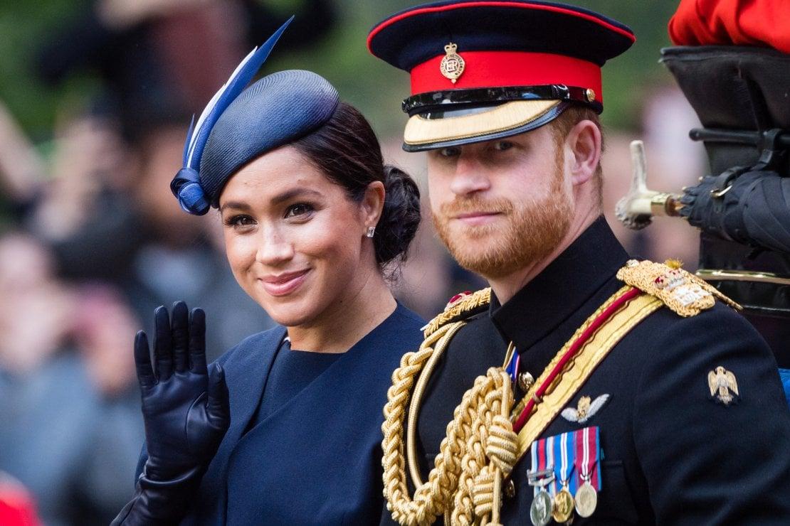 Harry e Meghan Markle licenziano il loro staff di Buckingham Palace, decisi a non tornare mai più a vivere a Londra