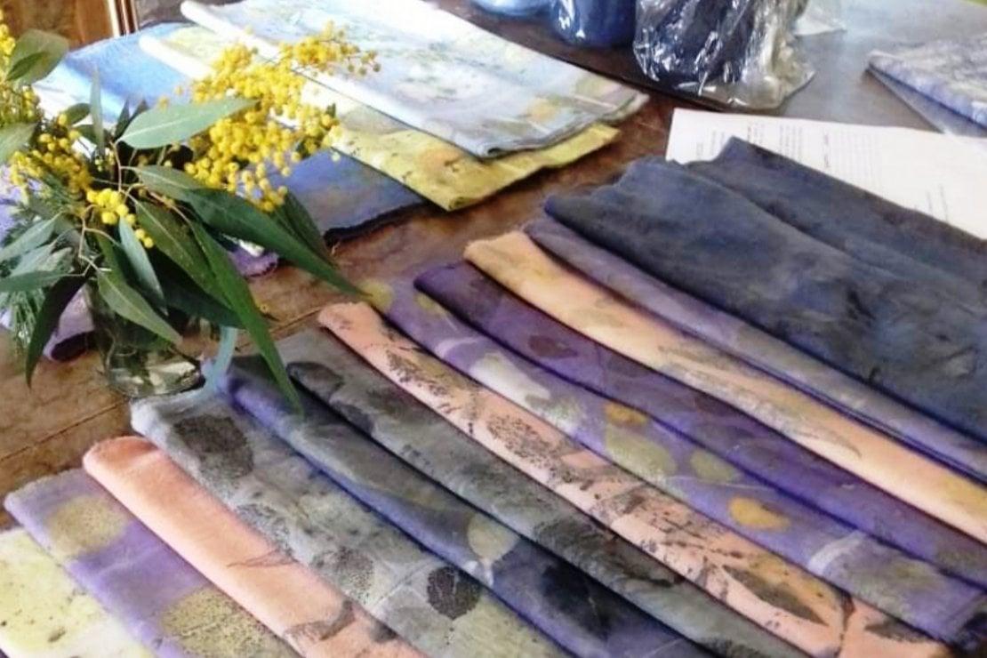 Per l'8 marzo, gli abiti gialli con la mimosa dentro