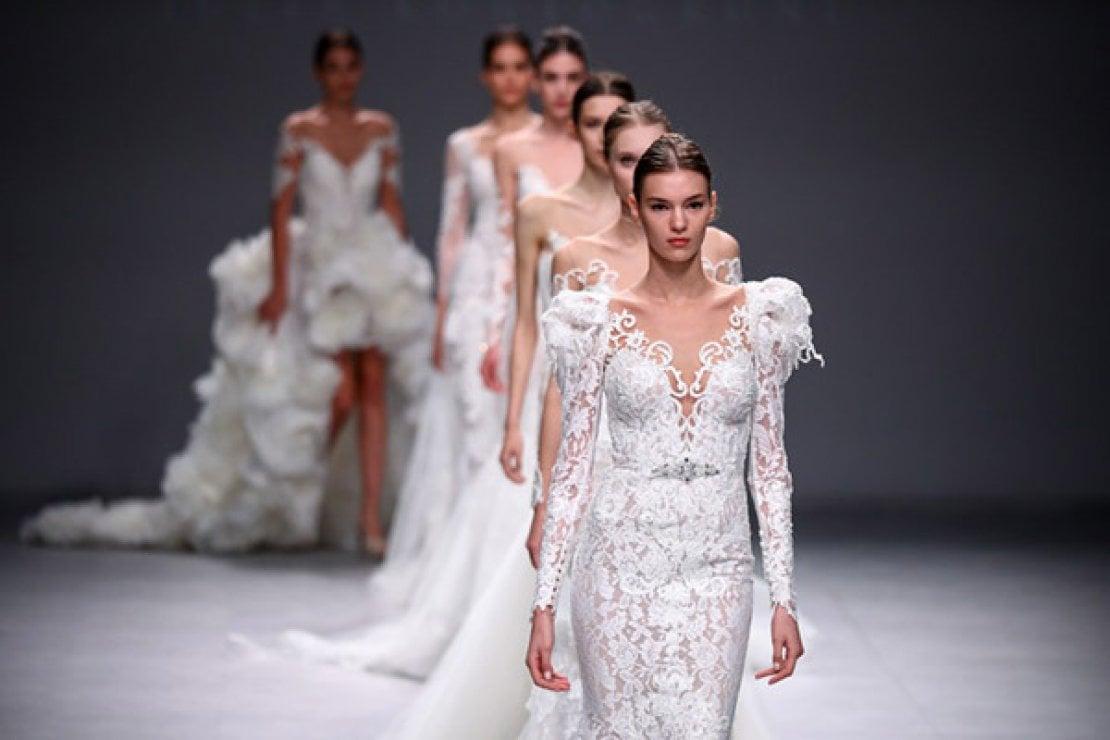 Fedi, make up, lingerie... Gli immancabili per la sposa