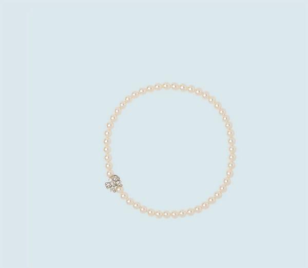 Miu Miu: filo di perle con chiusura