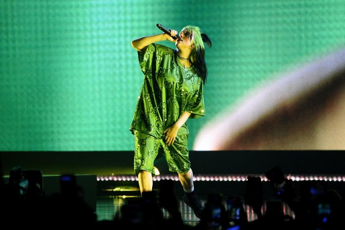 Billie Eilish, in Gucci, apre il tour
