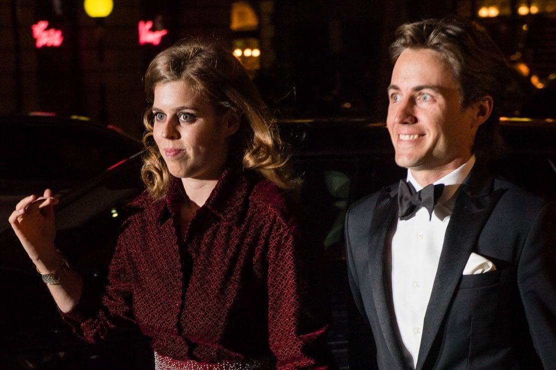 La principessa Beatrice ed Edoardo Mapelli, nozze in tono minore ma non cancellate