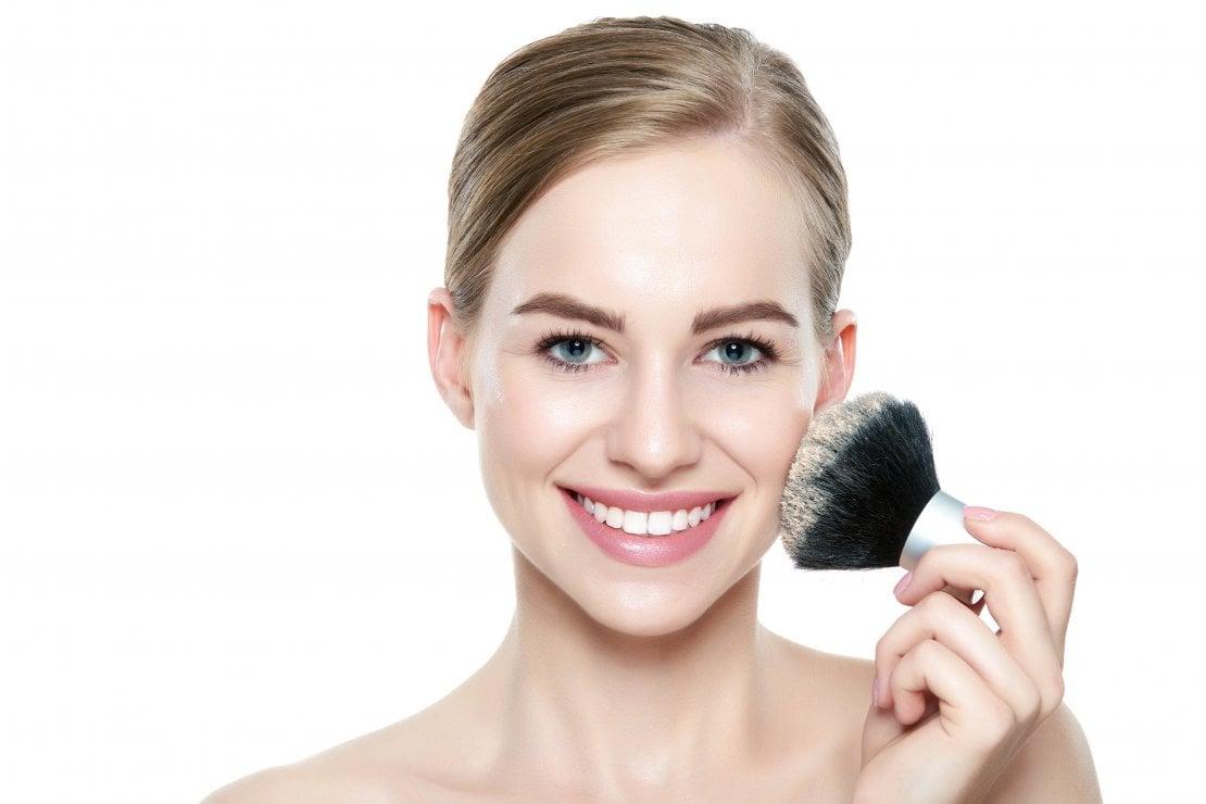 Cosmetici fai da te: la ricetta per fare la cipria illuminante in polvere di Carlitadolce