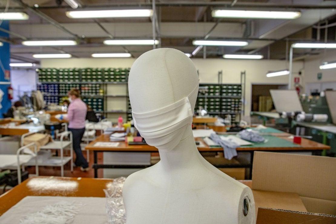 Il gruppo Miroglio ha convertito la sua linea produttiva di abiti ad Alba per realizzare mascherine protettive