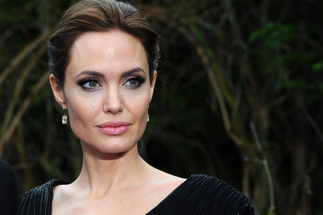 Coronavirus, Angelina Jolie dona un milione di dollari per i bimbi rimasti senza mense scolastiche