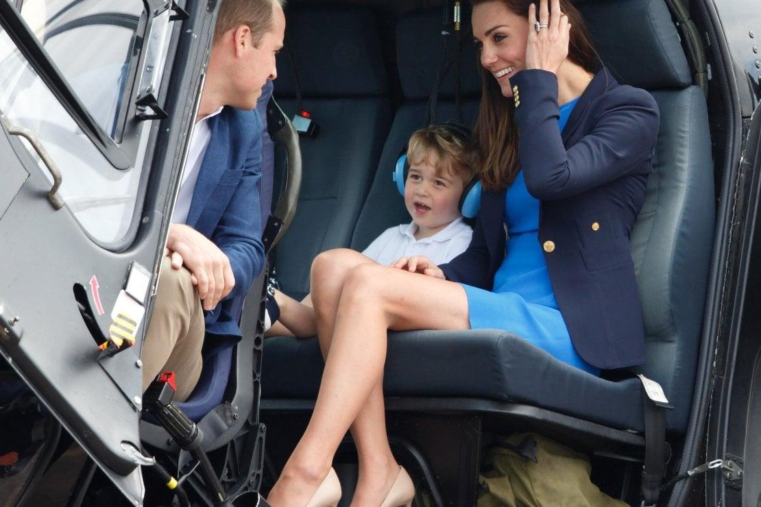 2016: il principe porta anche moglie e figlio, George, a bordo di un elicottero durante la visita alla Royal International Air Tattoo presso la base RAF di Fairford