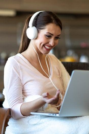 #iorestoacasa: come truccarsi per dirette e riunioni in streaming