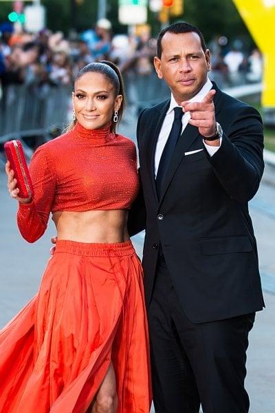 Jennifer Lopez rimanda le nozze con Alex Rodriguez