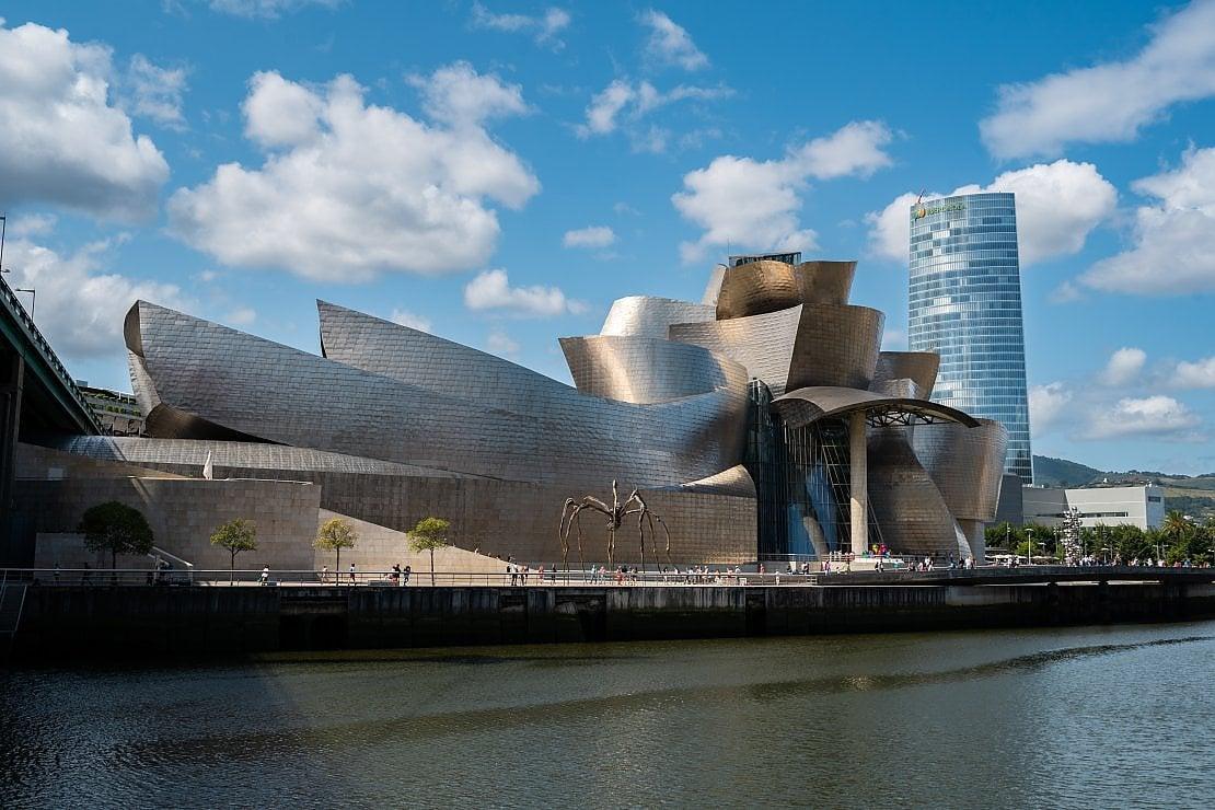 Il Guggenheim di Bilbao come non l'avete mai visto: tour virtuali, mostre e curiosità da chi lavora nel museo