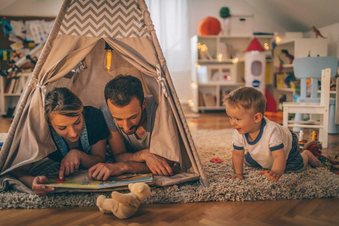 Giocare con i bambini riduce lo stress e aumenta la resistenza psicologica degli adulti