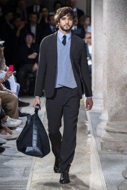Un look della collezione uomo Giorgio Armani p/e 2020
