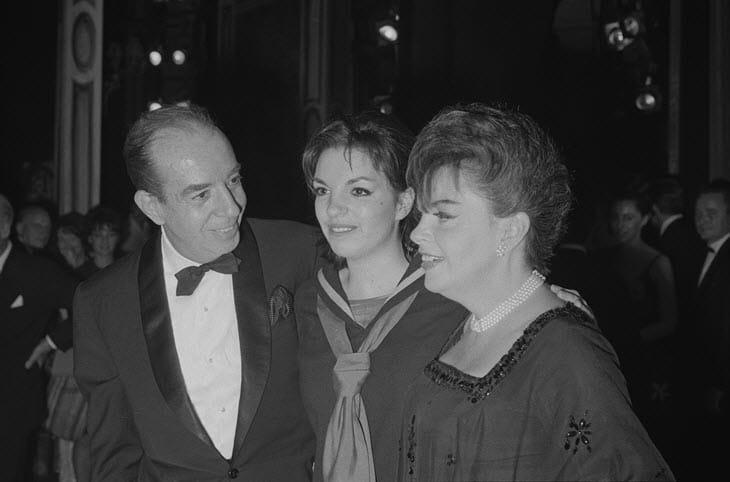 Judy Garland con Vincente Minnelli e al centro la figlia Liza
