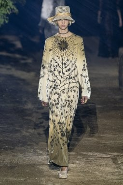 un look di Dior per la primavera/estate 2020