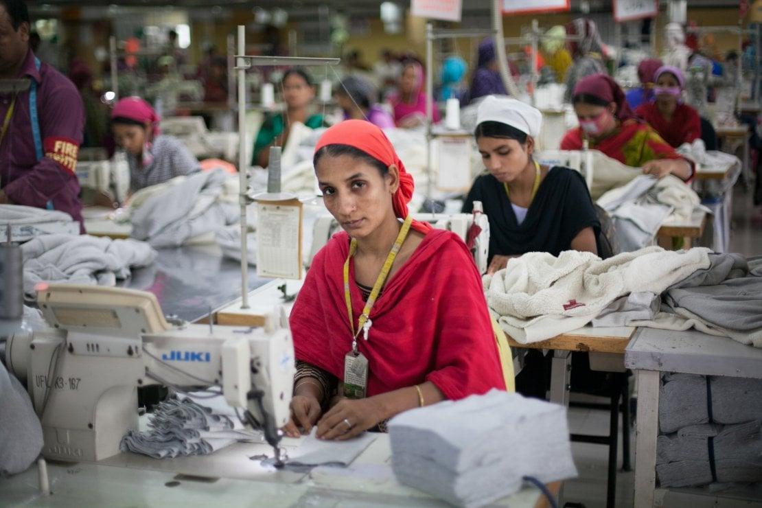 Gennaio 2020, una fabbrica tessile in Bangladesh prima della chiusura per l'epidemia di coronvirus