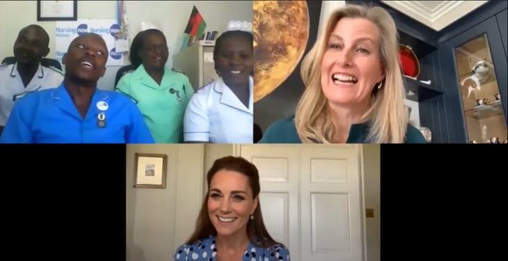 Kate Middleton e la contessa di Wessex Sophie parlano con gli infermieri del Malawi