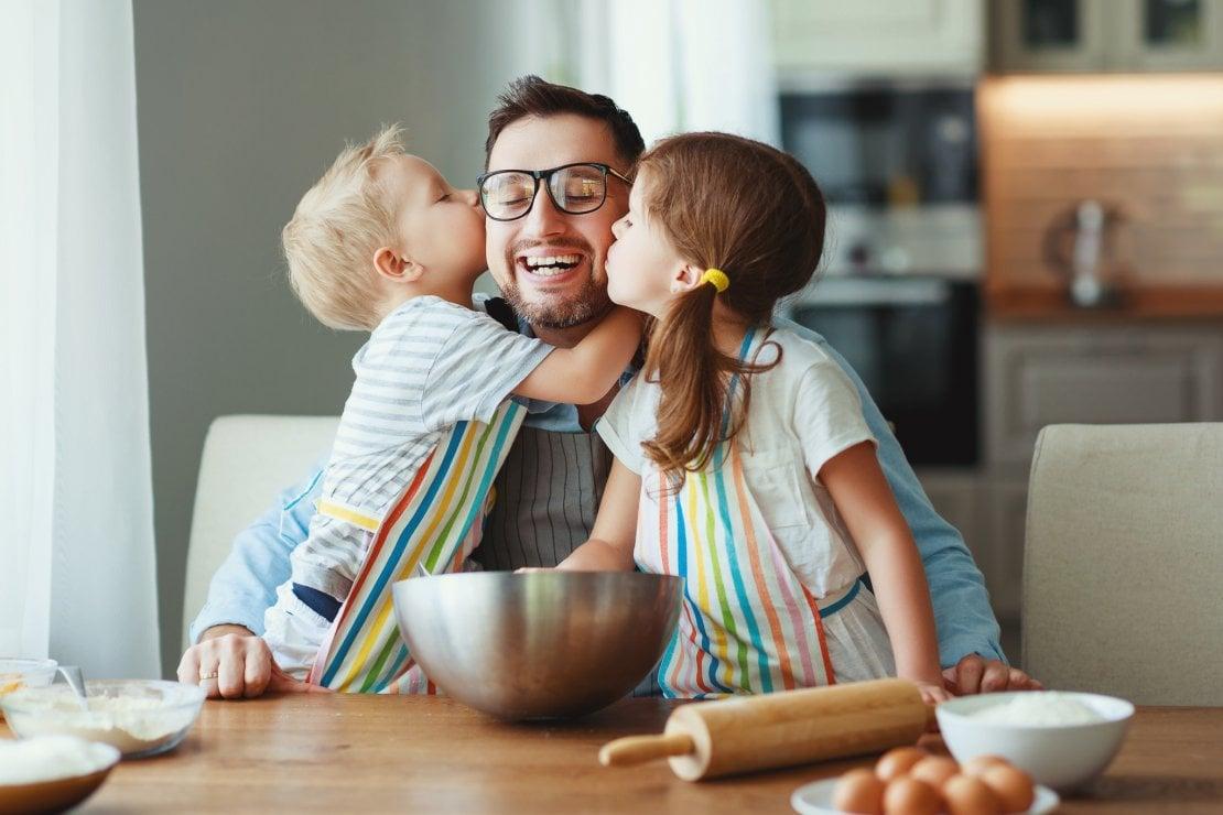 I padri sono padri e basta. Ecco perché usare parola ''mammo'' danneggia uomini e donne