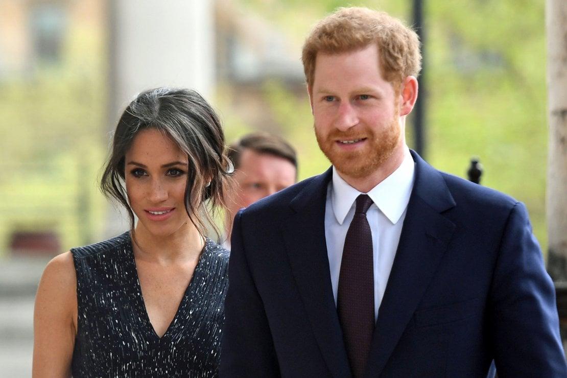Harry e Meghan Markle a Los Angeles: la nuova ''figura paterna'' del principe è l'ex patrigno di Bella e Gigi Hadid