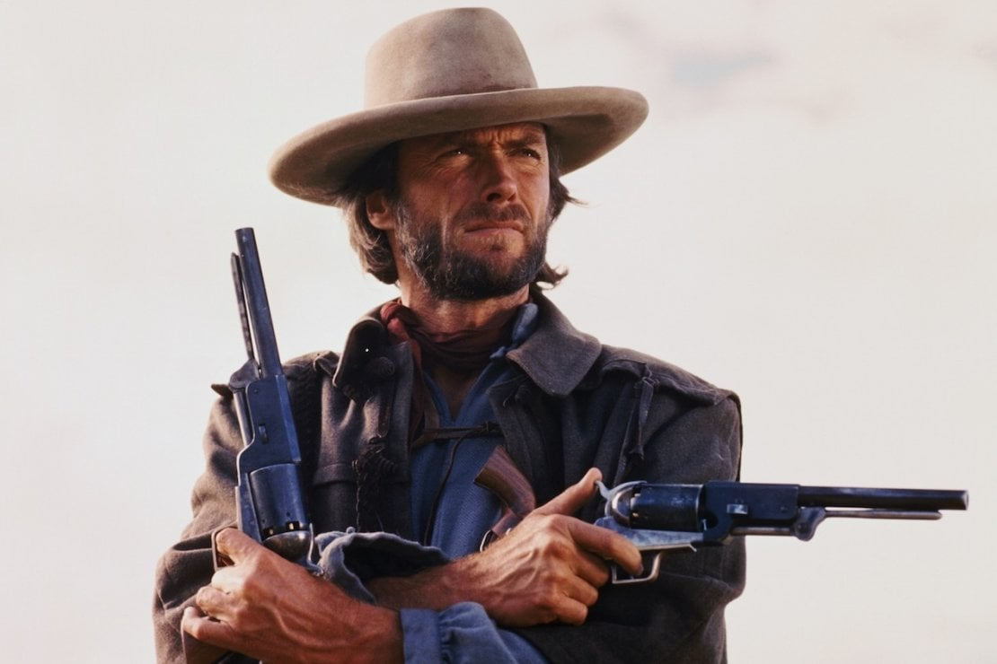 Dieci capi iconici per copiare il look di Clint Eastwood