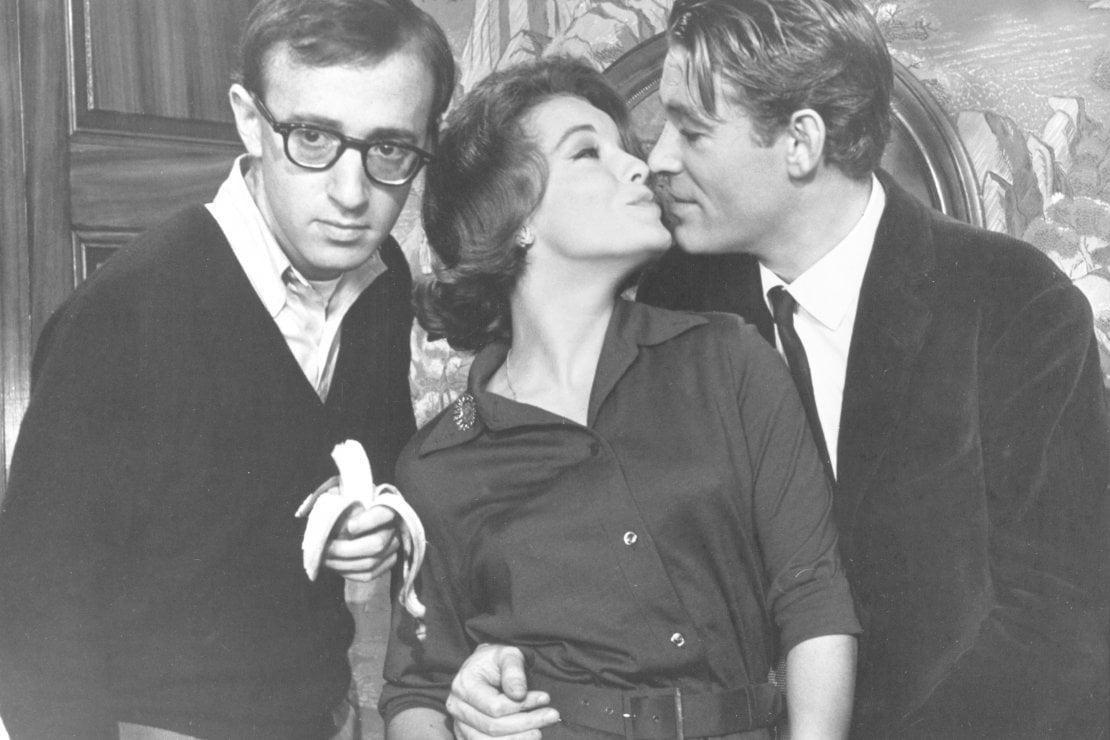 1965: Assieme a Woody Allen, Romy Schneider bacia per Peter O'Toole in una scena di