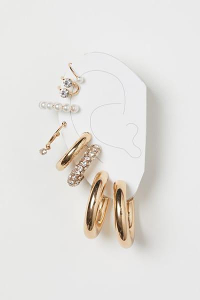 Set di orecchini, H&M; (12,99 euro)