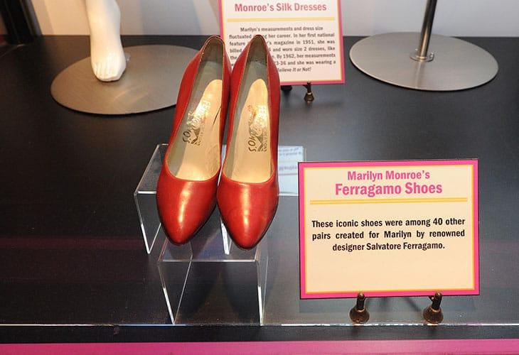 Un paio di scarpe realizzate da Ferragamo per Marilyn Monroe