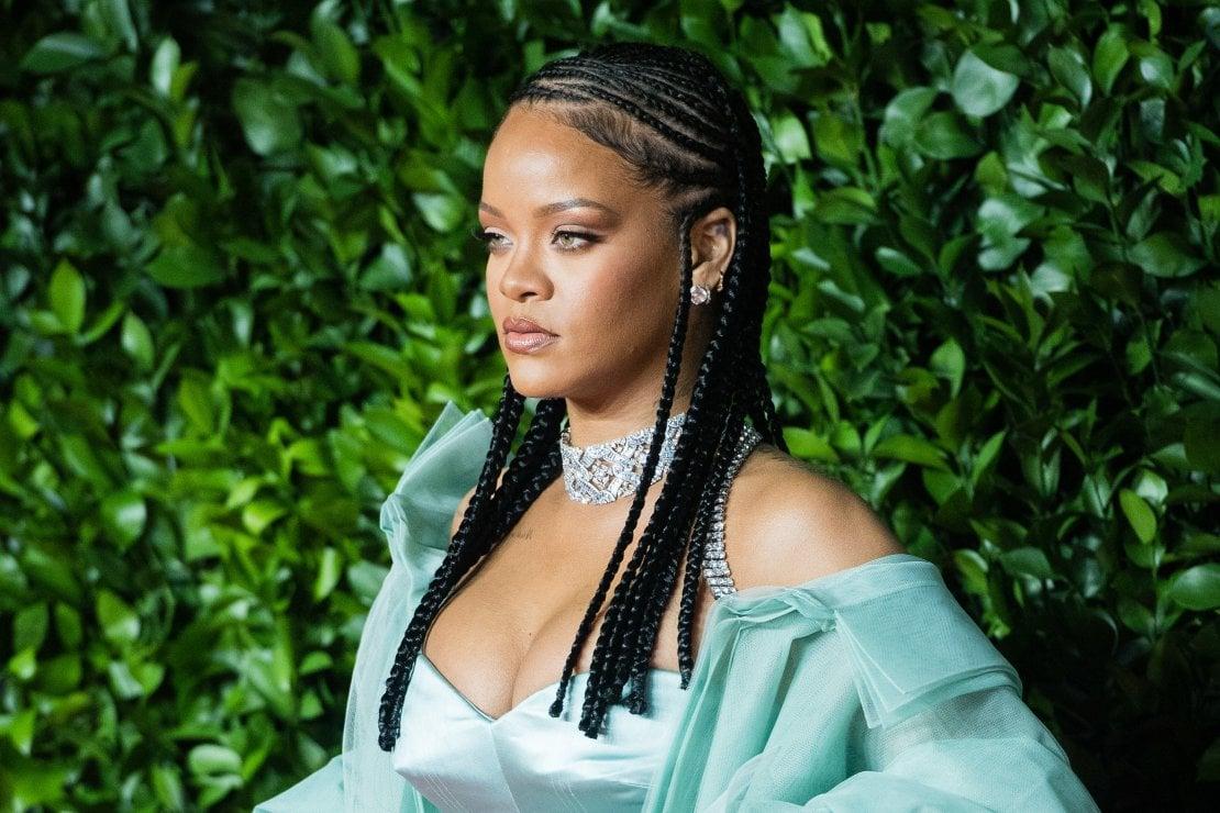 Rihanna, chiude tutti i negozi del suo marchio Fenty per il Blackout Tuesday