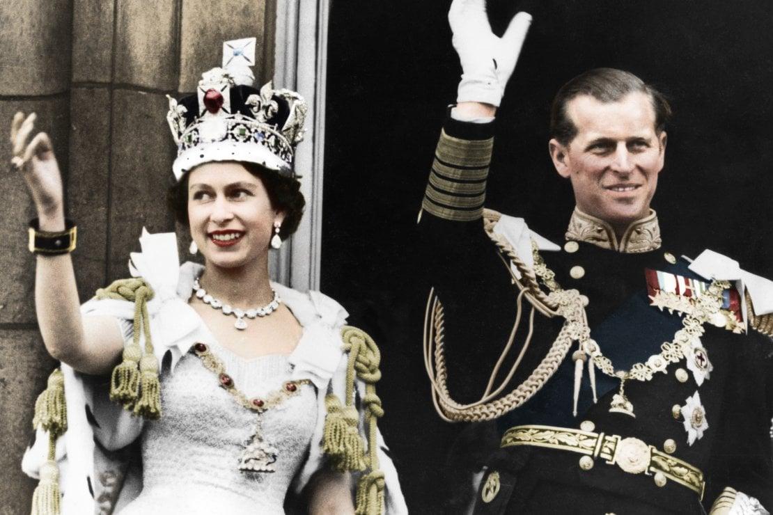 Una corona che spezza il collo e altre curiosità sull'incoronazione della regina Elisabetta II