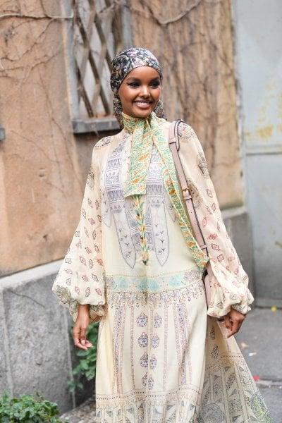 Halima Aden ha creato mascherine e hijab per dottoresse e infermiere musulmane