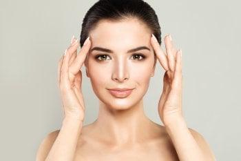 Automassaggio viso e corpo per combattere gli effetti dell'età