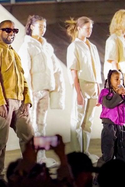 Kanye West paga gli studi alla figlia di George Floyd. E dona 2 milioni alle famiglie degli afroamericani uccisi
