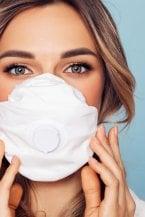 Trucco e mascherina: come farli andare d'accordo, soprattutto in estate