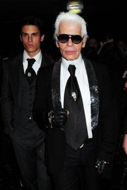 Karl Lagerfeld con il modello Baptiste Giabiconi
