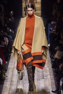 Un look della collezione autunno/inverno 2020 di Michael Kors, in teoria l'ultima dello stilista presentata nel calendario ufficiale della Fashion Week di New York