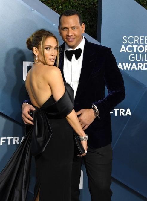 Jennifer Lopez e Alex Rodriguez hanno iniziato a frequentarsi all'inizio del 2017 e hanno annunciato il loro fidanzamento a marzo 2019