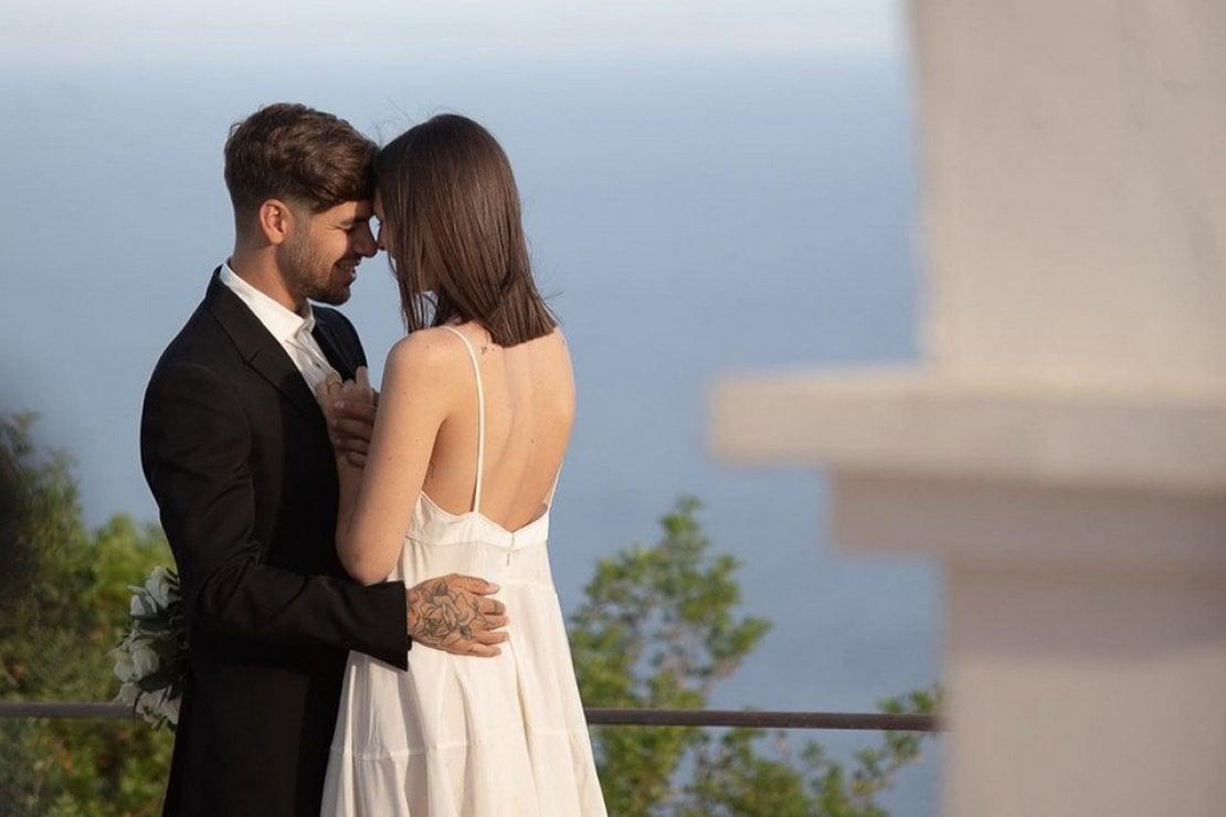 Vittoria Ceretti si è sposata a Ibiza con Matteo Milleri: le foto del matrimonio
