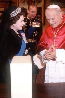 La Regina Elisabetta Ii E Quei Suoi 5 Viaggi In Italia Moda D It Repubblica