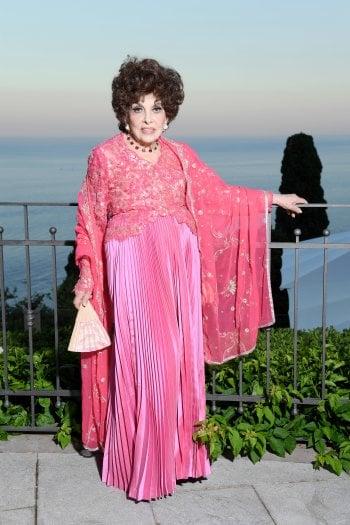 Gina Lollobrigida compie 93 anni. Dagli anni d'oro alle battaglie legali per proteggere il patrimonio