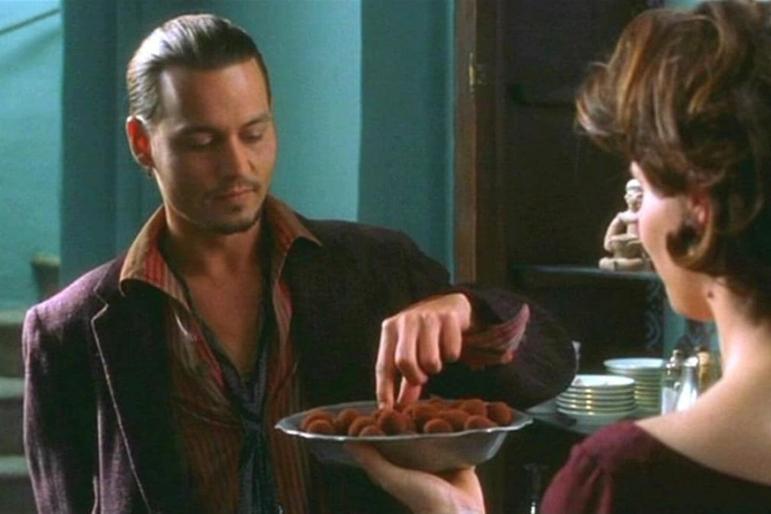 Johnny Depp e Juliette Binoche nel film Chocolat