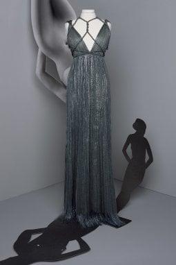 In questa e nelle immagini seguenti, alcuni degli abiti realizzati in miniatura (ph. Brigitte Niedermair)