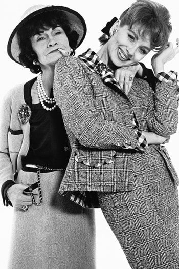 Foto Richard Avedon. Gabrielle Chanel et Suzy Parker in Chanel, Parigi, gennaio 1959© The Richard Avedon Foundation