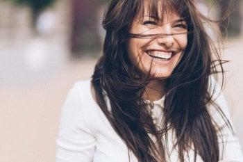 Lo yoga della risata: impara a ridere di gusto per gestire stress ed emozioni