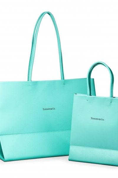 Il sacchetto blu Tiffany diventa una borsa in pelle. Già cult