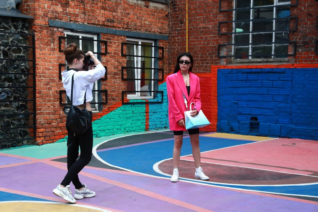 Millennial, Gen Z e lusso: sostenibilità e coinvolgimento è ciò che i giovani si aspettano dalle case di moda