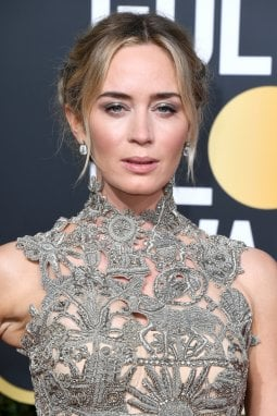 Emily Blunt total look e make up argento