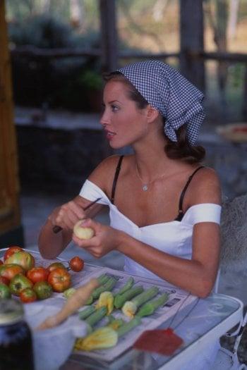 1992: la top model Christy Turlington posa per Arthur Elgort per un servizio di moda a Portofino