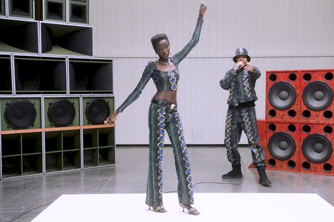Video - La nuova musica di Versace è il rap di AJ Tracey