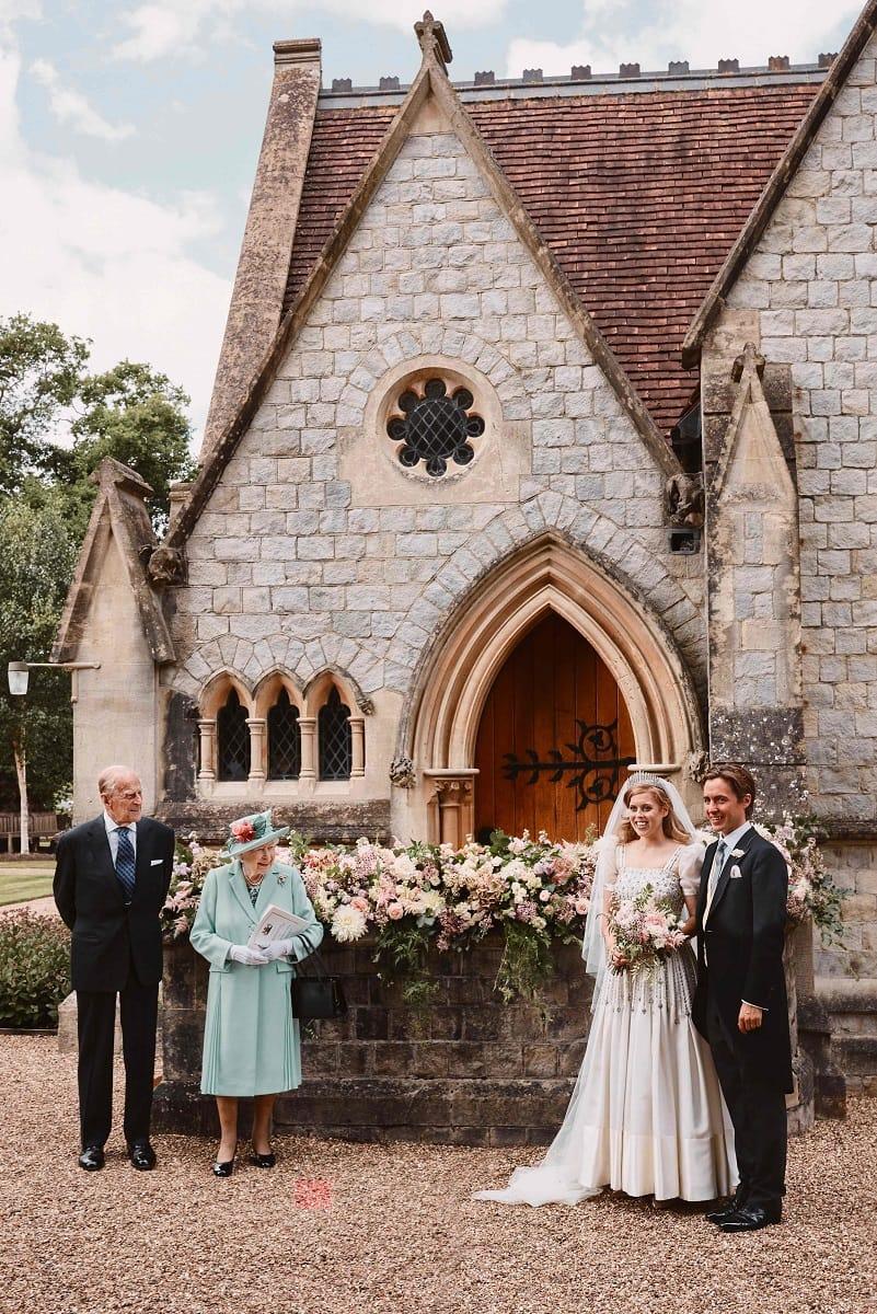 Beatrice di York sposa con l'abito e la tiara di nonna Elisabetta II