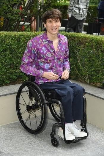 Manuel Bortuzzo, 21 anni, alla sfilata Etro del 15 luglio, vestito con un look del brand